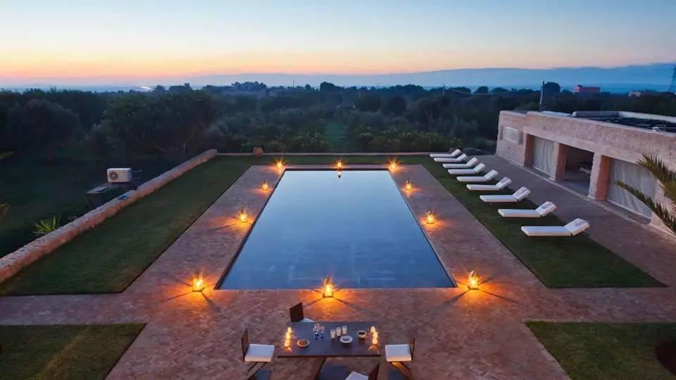 hire-a-house-in-essaouira__piscine_nuit   Location - Maison de campagne - 300 m² - Campagne - 3000 €   L'Immobilière d'Essaouira